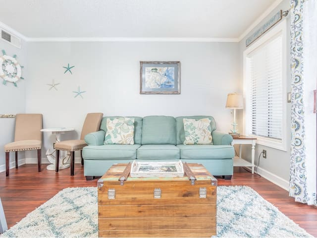Fresh and Bright! 1 Bed Condo Only Steps to Beach, with Crystal Pools! A perfect Beach Getaway! - Beach Racquet A127