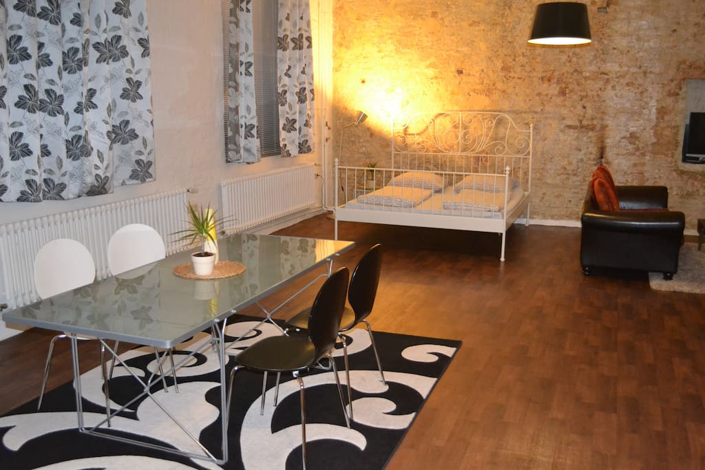 kreuzberg loft near g rlitzer park lofts for rent in berlin berlin germany. Black Bedroom Furniture Sets. Home Design Ideas