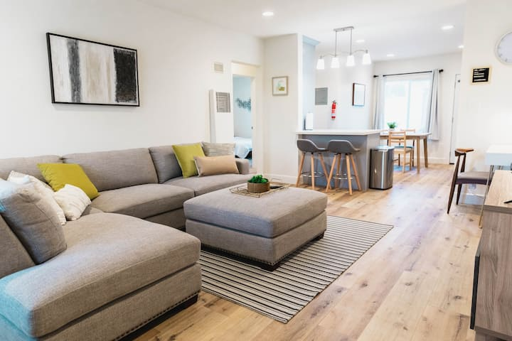 ✹Airy Apt in Dtwn Fullerton ✹