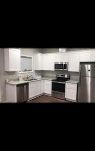 1 bedroom Apartment( 1.7 miles a way from UA