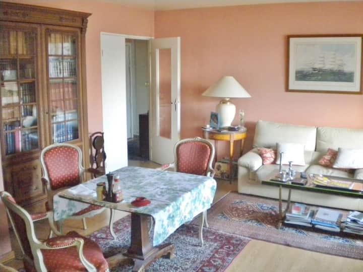 Nice cheap apartment near Paris