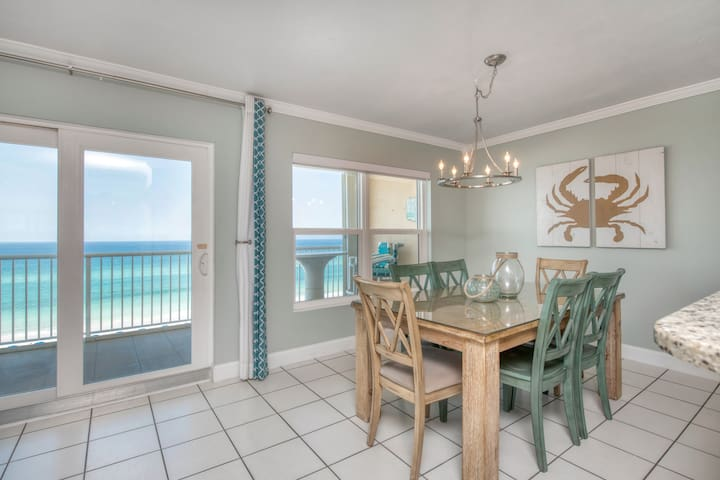 Gulf front 2 bedroom with beautiful views!