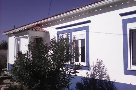 Maison typique Portugaise avec piscine - Coimbrão - House - 1
