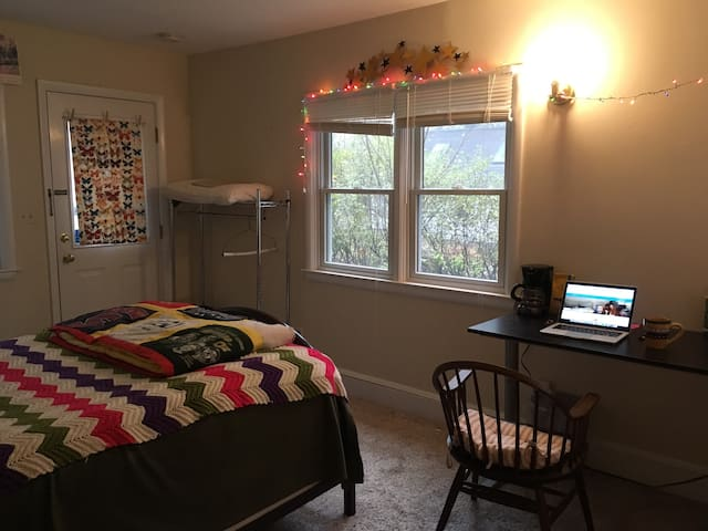 Gorgeous private bedroom in Kerrytown bungalow