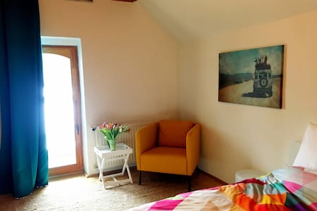 Bright and Colourful Room on an Alpaca Farm. - Stang bei Hatzendorf - Penzion (B&B)