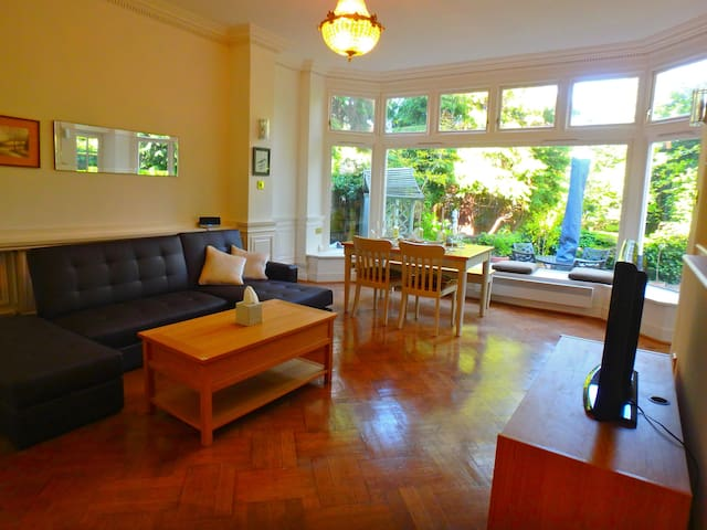 Luxury 2 bedroom apartment with private garden