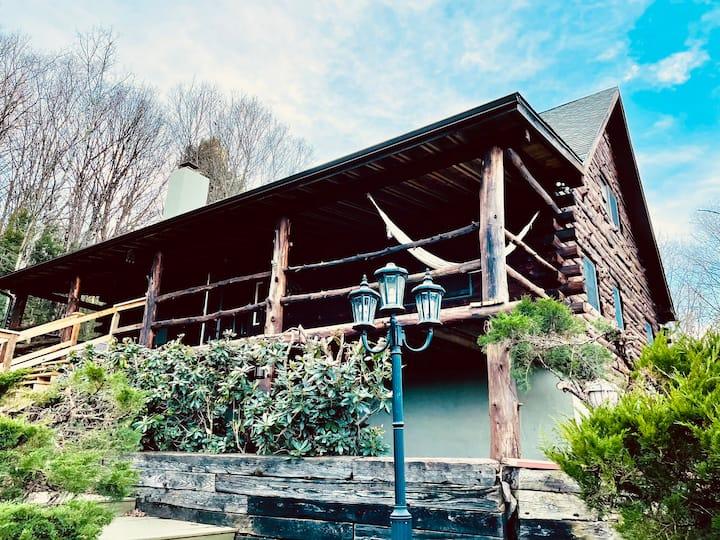 Moira's Cozy Cabin Getaway Near Lakes & Mountains