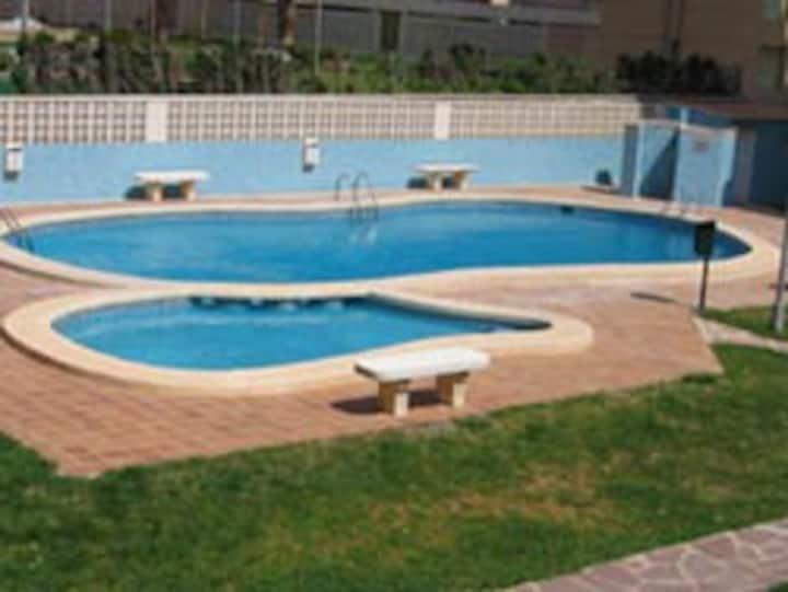 Idéal familia !Apartamento, piscina frente al mar