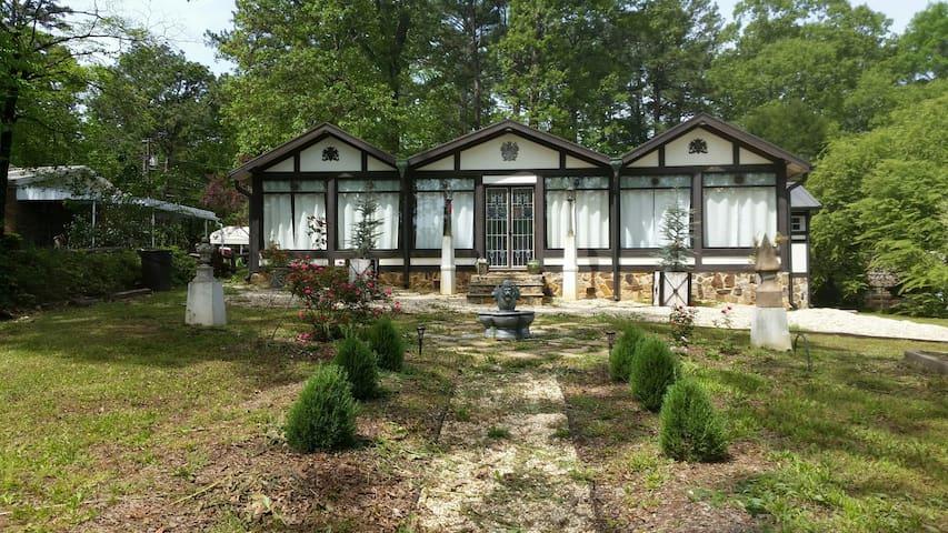 Fairytale Lake House on the way to Auburn