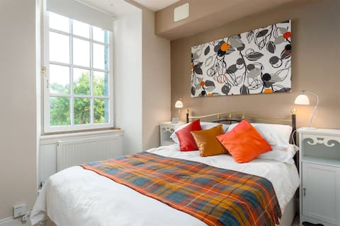 Entire cosy apartment on The Royal Mile