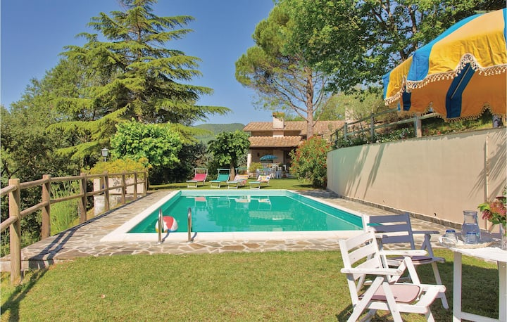 Holiday cottage with 5 bedrooms on 180m² in Monte S. Maria Tib. PG