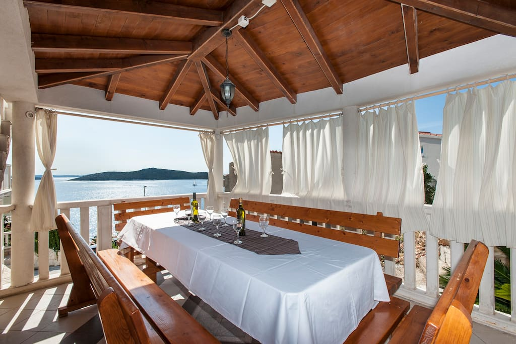 Villa Stephany - terasse for dinning with a dreamy sea view