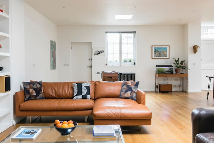 Uber stylish open-plan flat in Central London