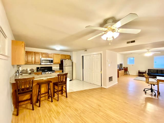 2 Bedroom Condo with Pool and Gym
