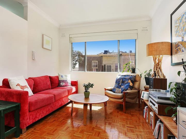 Beautiful Petersham 1 Bedroom Apartment