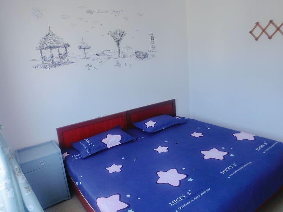 情侣大床房