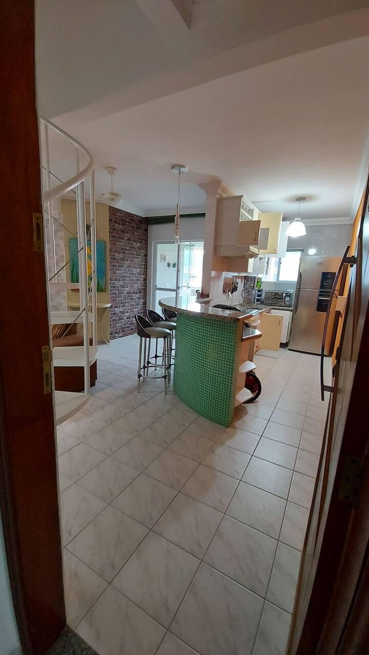 Apartamento em Caiobá, 2 quadras da praia