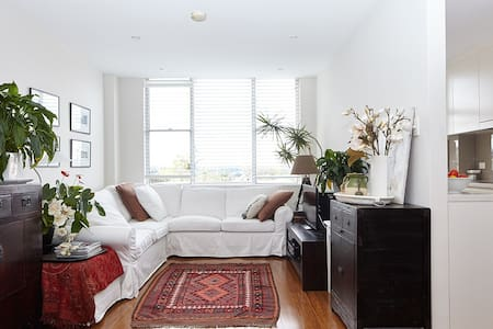 Tasteful 2 Bed Apartment between City and Beach