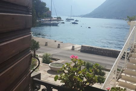 WATERFRONT haven amid MEDIEVAL PALACES OF BOKA - Perast - Haus