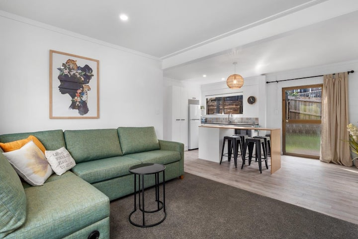Beautifully renovated contemporary downstairs unit