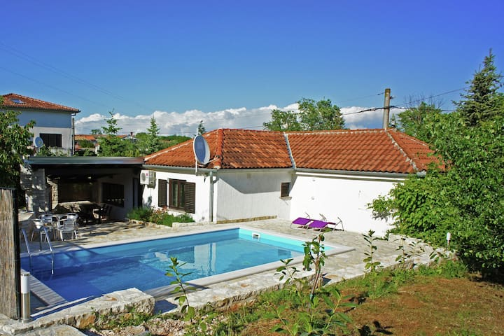 Neat villa with private pool in culturally rich environment of Rovinj (9 km)