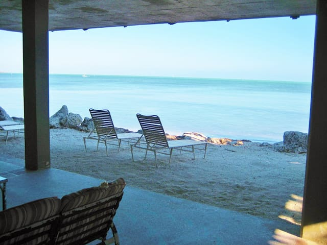 132 Columbus Drive      LICENSE: VR-06 - Islamorada - Hus