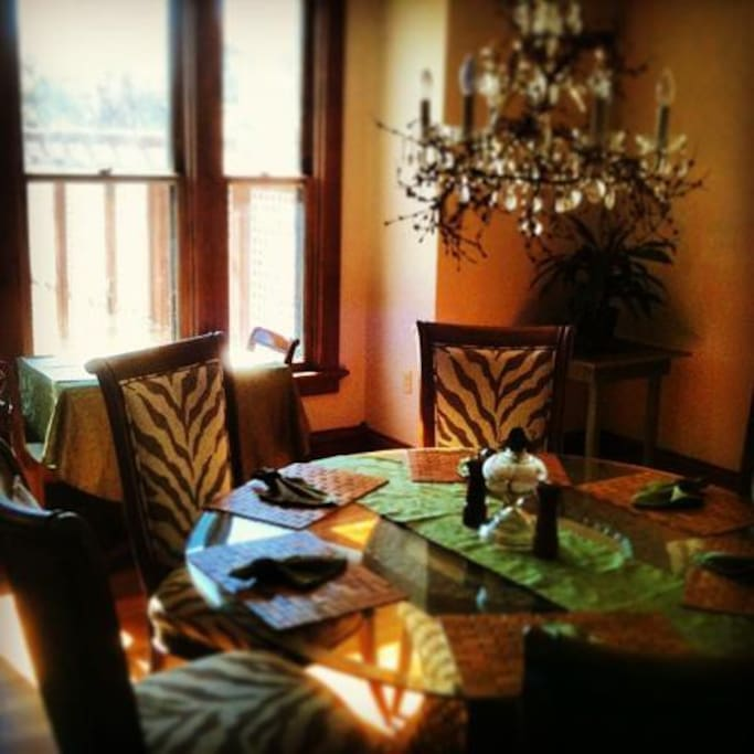 Acorn Ridge B&B Dining room