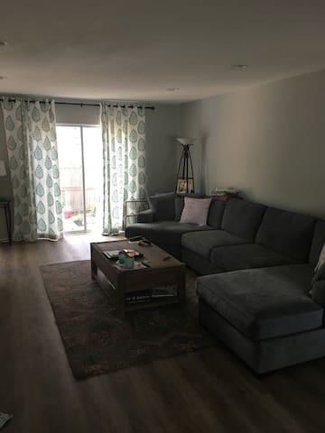 Cozy townhome near downtown OP