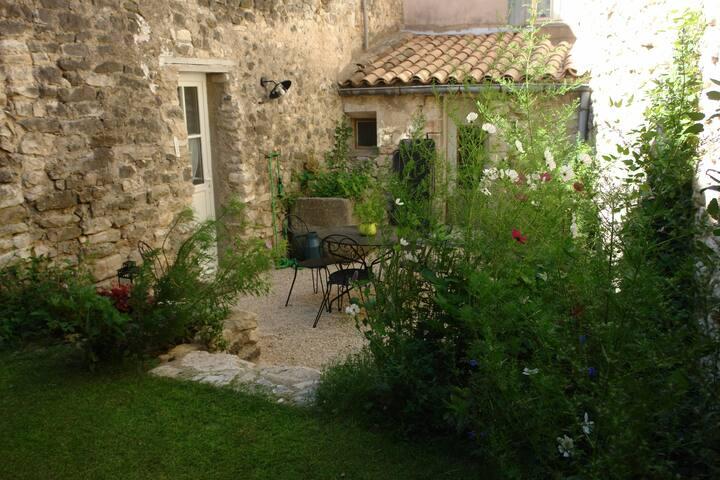 """Maison de village en Provence """"l'Oustau de Mirèio"""""""