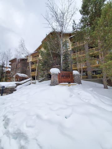 2 Bedroom Apartment//Summit Lodge Panorama Resort