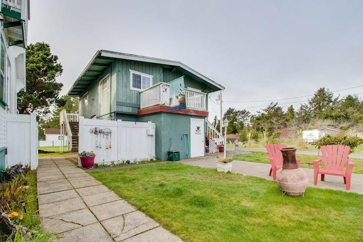 Historical duplex w/ patio, shared firepit/gazebo, 1 block to beach - 2 dogs OK!