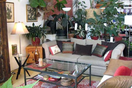 Sunny and Quiet Garden Loft Apartment - Oakland