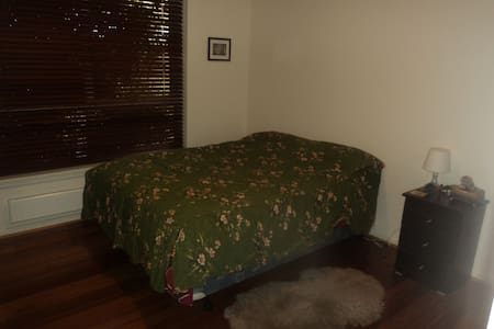 Lovely 2 Bedroom Villa for Rent in Dec/Jan Only - Caulfield North