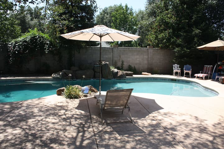 5BR/3BA Premier Home/Pool-Master Suite 3200 sqft - Redding - Dom