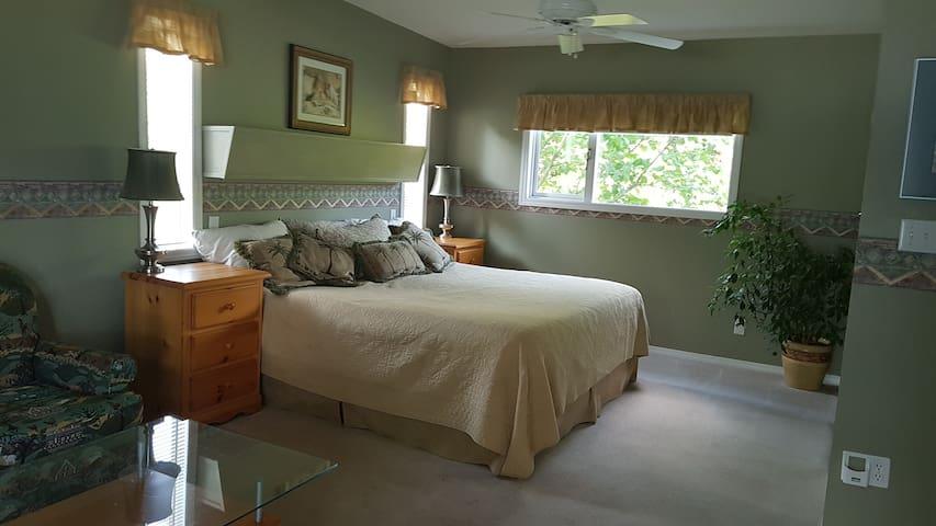 Honeymoon Suite on Shuswap Lake