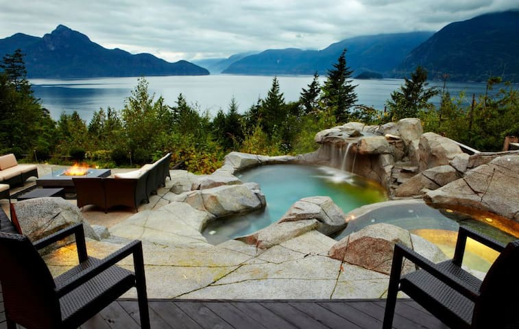 Beautiful Water View Home with Pool - Furry Creek - Дом