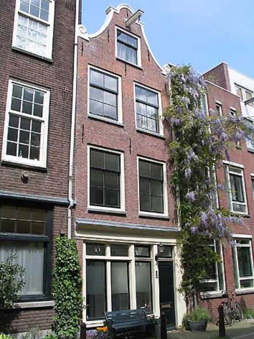 Front of the house typical Jordaan style. House dates from 1640 AD