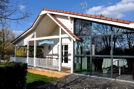 Maison de campagne avec étang, parc enfant et spa