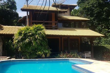 Casa na praia com piscina climatizada