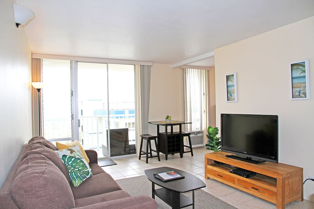 Spacious 1BR/1BA/1PKG unit in East Waikiki. 593 interior sqft and 74sqft Lanai(Balcony) over looking Ala Wai Canal and Gold Course.