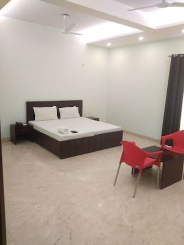 Single Family room to accommodate upto 8 people