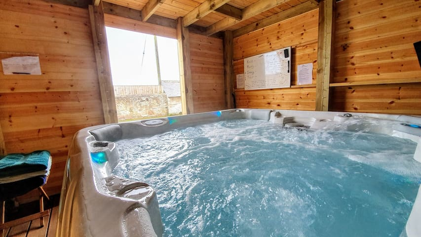 Tranquil 🏠 Rose Cottage 🌞Bamburgh - hot tub 🛀