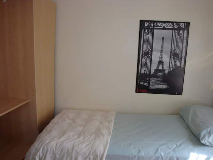 One Bedroom w/single bed near BC