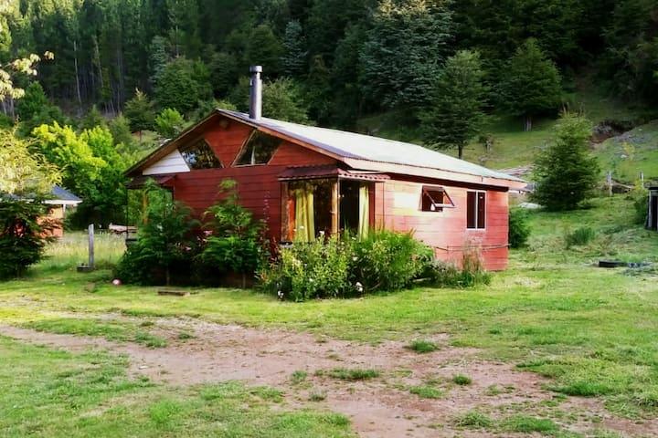 Cabaña cerca de termas geometricas, lagos y ríos.