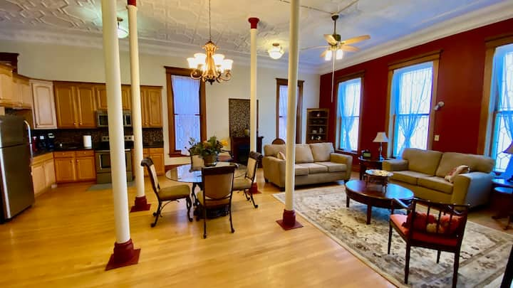 2 Bedroom Luxurious Historic Loft W/2 Fireplaces