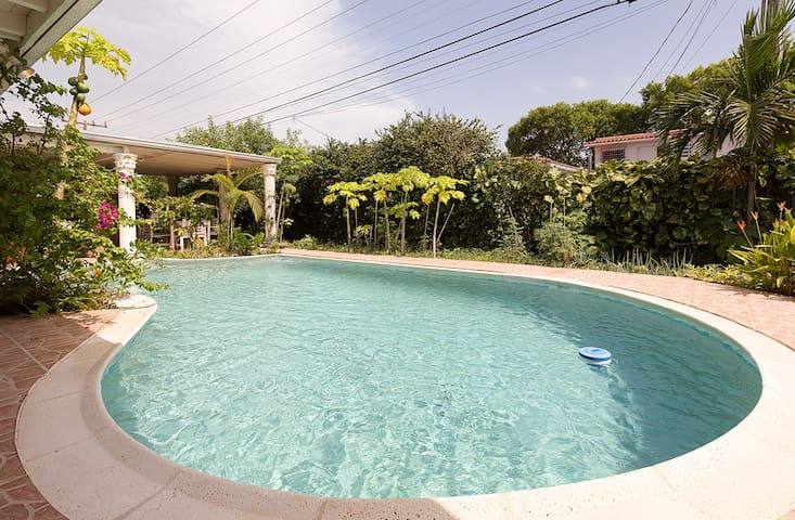 *7 nights special* Beautiful house/ pool in Miami