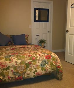 1 Modern, clean, private room - Winooski - House
