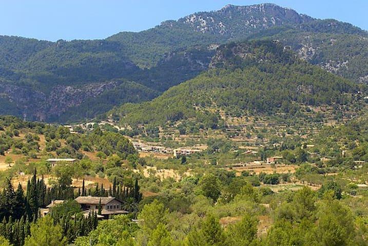 Maison mitoyenne dans village calme - Puigpuñent - Casa