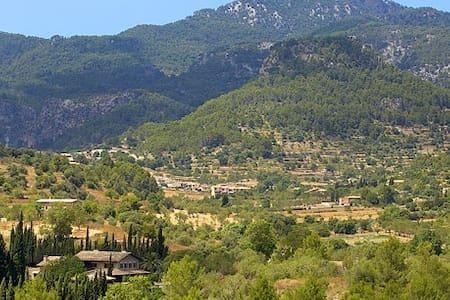 Casa familiar en pueblo tranquila - Puigpuñent