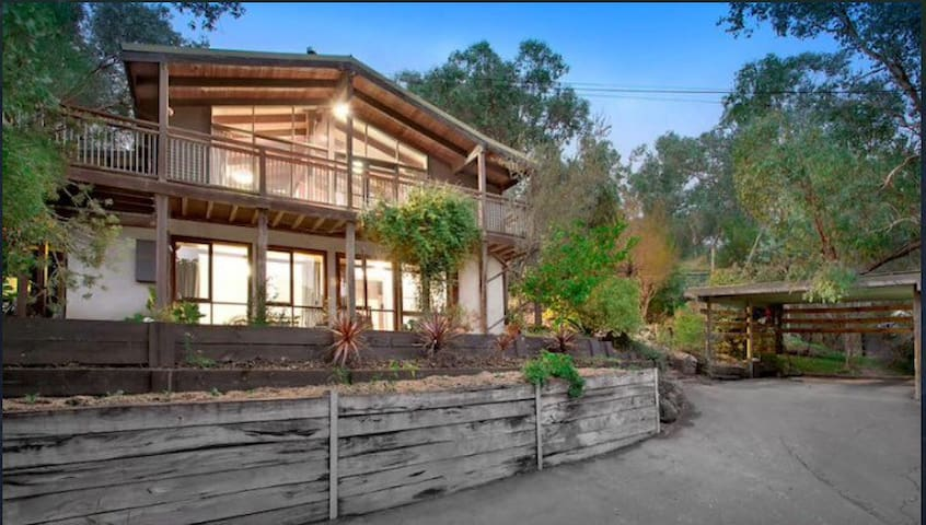 Hideout in the Aussie bush - North Warrandyte - House